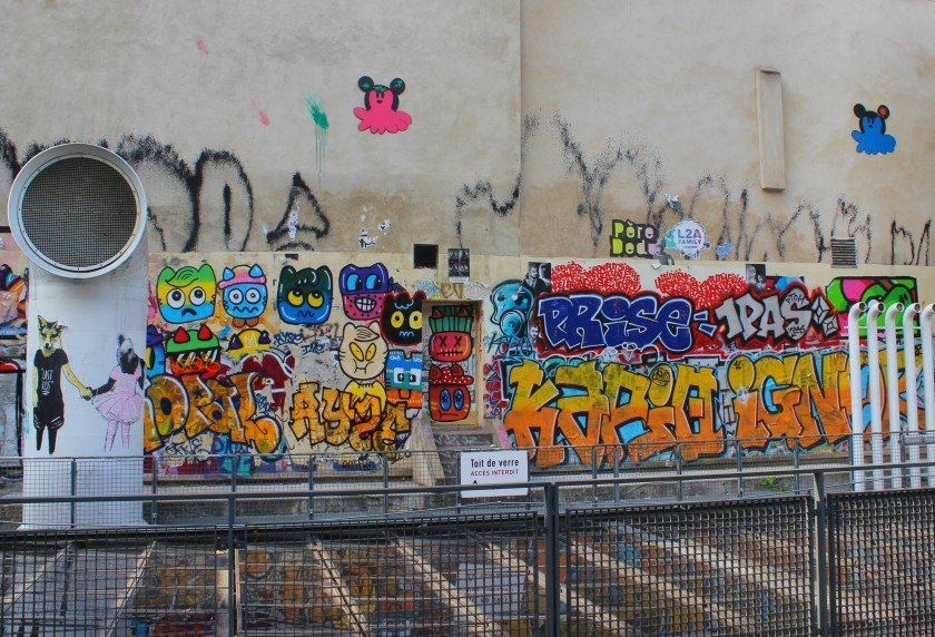 Paris, Place Georges-Pompidou, graffiti, streetart, public space take over