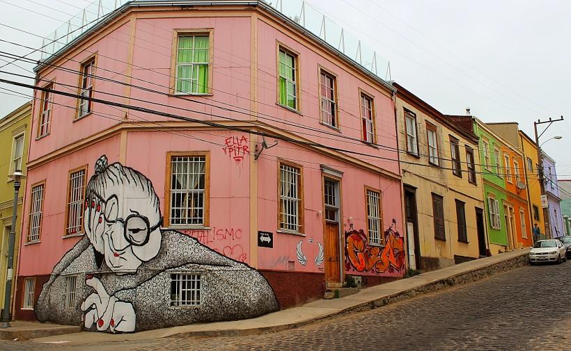 street art and graffiti in valparaiso in chile